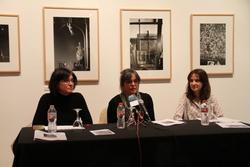 La regidora de Cultura i la comissària han presentat la mostra