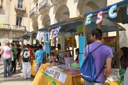 La plaça de la Vila ja es prepara per rebre els joves emprenedors