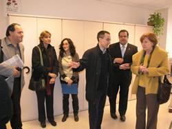 Carme Trilla ha visitat l'Oficina Local d'Habitatge acompanyada de l'alcalde de VNG