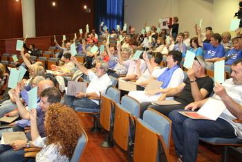 Els assistents a l'AMO voten les propostes presentades