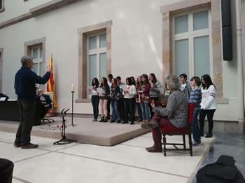 Alumnes de l'institut Manuel de Cabanyes en la cloenda de l'acte