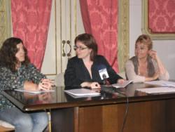 Isabel Pla ha estat acompanyada per Pilar Garcia, drta del Museu del Ferrocarril i Mireia Rosich, drta del Víctor Balaguer