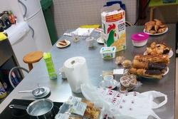 Tothom qui ho vulgui pot portar aliments per col·laborar en els esmorzars