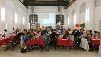 El sopar solidari, a la Nau del Museu del Ferrocarril