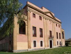La façana principal és una de les imatges emblemàtiques de la masia