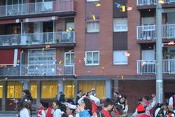 Les comparses van acabar amb una guerra de caramels a la plaça Ricart