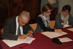 Un instant de la signatura del conveni