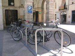 La Policia Local recomana lligar les bicicletes amb cadenats segurs