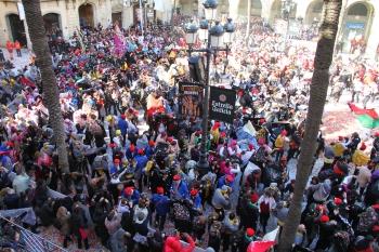 La plaça de la Vila diumenge de les Comparses.