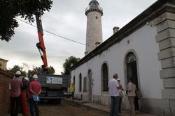 L'emblemàtic Far de Vilanova conviurà durant uns mesos amb les grúes i material d'obra