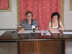 El regidor Josep Tomàs Álvaro i Marta Montserrat, coordinadora de l'area de Promoció de la Ciutat