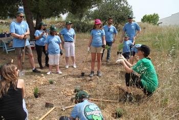 La plantació i els tallers de sensibilització s'han fet a la rambla dels Països Catalans