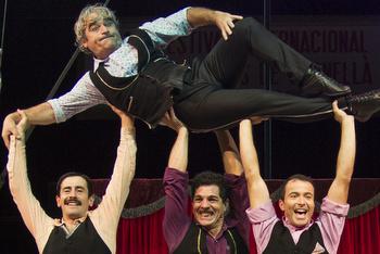 La companyia Elegants porta el seu circ al Teatre
