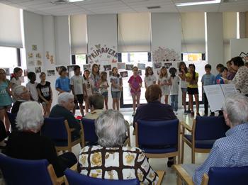 L'escola Llebetx ha visitat el Centre de Dia CAPI Baix-a-mar