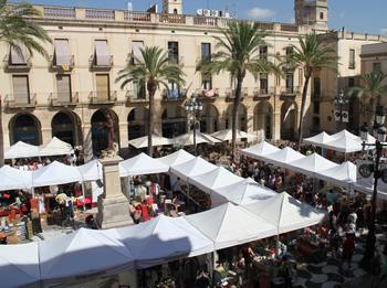 La plaça de la Vila va tornar a acollir el Fora Estocs