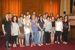 Foto de grup al Saló de Plens de l'Ajuntament de VNG