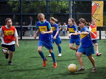 Els partits es disputen en categoria femenina i masculina