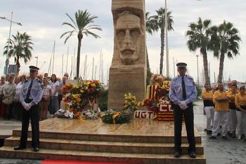La commemoració institucional, davant del monument a Macià