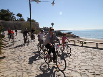 Participants a la platja de Sant Gervasi