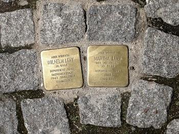 Les llambordes del projecte Stolpersteine