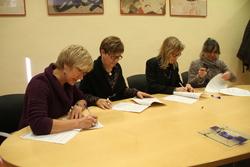 Les filles de Francesc Roig Toqués han signat el conveni aquest matí