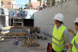 El regidor Joan Giribet durant la visita tècnica a les obres de reforma del pas sota la via del carrer de la Llibertat