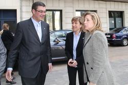 El delegat del Govern, amb l'alcaldessa i la vicepresidenta del Govern el mes de març a VNG