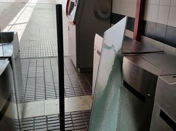 Nous desperfectes al pas subterrani de l'estació de trens