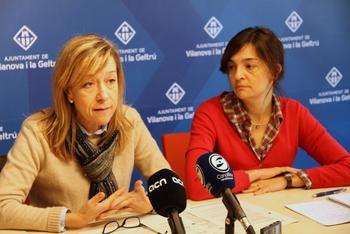 L'alcaldessa, Neus Lloveras i la regidora Ariadna Llorens durant la compareixença davant els mitjans de comunicació
