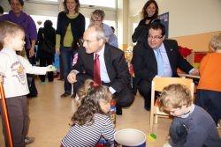 El president de la Generalitat i l'alcalde de VNG en un moment de la visita a L'Escateret