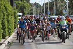 400 persones van pedalar pels carrers de VNG en favor d'una mobilitat sostenible