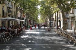 L'ordenança buscar facilitar l'assentament de negocis, i alhora el gaudi ciutadà de la via pública