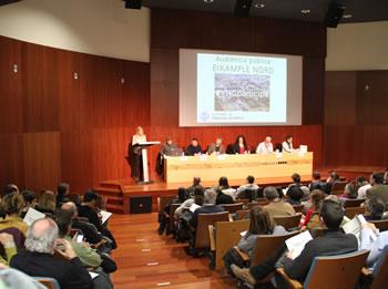 L'alcaldessa Neus Lloveras presentant l'Audiència Pública
