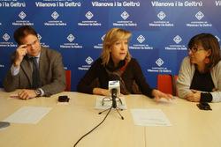 El regidor d'Hisenda, l'alcaldessa i la regidora de Serveis Viaris