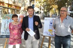 Gerard Figueras amb l'autora del cartell, Maria José Ubide, i el representant d'Expo Gestió, Alfred Bofill