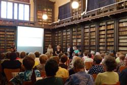 La inaguració del taller del Grup de Dones amb Memòria es va fer a la Biblioteca Víctor Balaguer