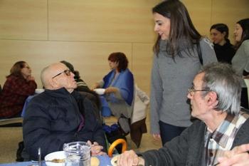 La regidora de Serveis Socials, Gisela Vargas, ha visitat el menjador després del trasllat
