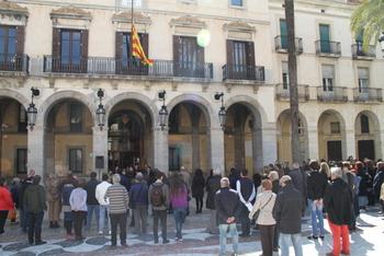 Minut de silenci a a la plaça de la Vila