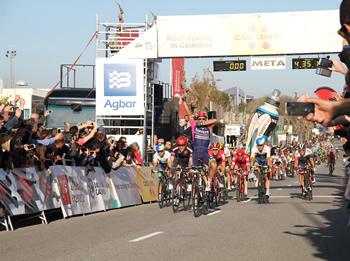 Més de dues mil persones van celebrar l'arribada dels ciclistes