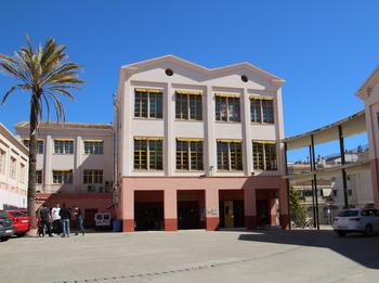 L'Oficina Municipal d'Escolarització està ubicada a la planta baixa de l'IMET