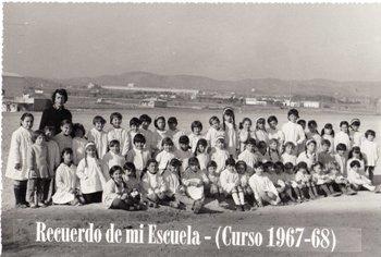 Fotografia de grup dels primers alumnes de l'escola