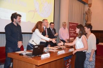 Jana Alonso recull el premi pel seu treball de recerca