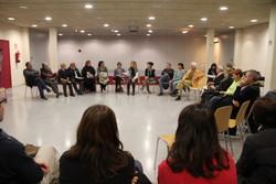 Una trentena de veïns i veïnes van voler trobar-se amb l'Alcladessa al centre cívic de La Collada