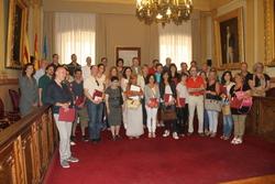 El representants del 63 establiments van formalitzar ahir el conveni amb l'Ajuntament