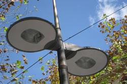 Les noves llumeneres de la rambla aprofiten part de la instal·lació i incorporen tecnologia actual