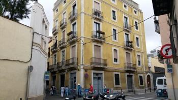 L'edifici, al c. de la Unió cantonada Santa Eulàlia