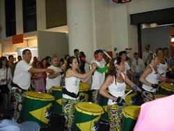 El grup 'Son da rua Batucada' van recórrer el recinte firal durant la tarda de dissabte