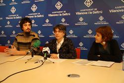 La regidora de Cultura, Marijo Riba, amb els membres del Singlot, Sílvia Ruiz i Pepe López