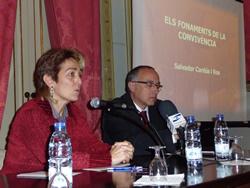 La regidoria Encarna Grifell iel sociòleg Salvador Cardús