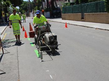 Treballs per senyalitzar el paviment com a àrea verda
